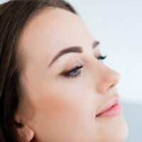 Makijaż permanentny brwi (Ombre) z profilu